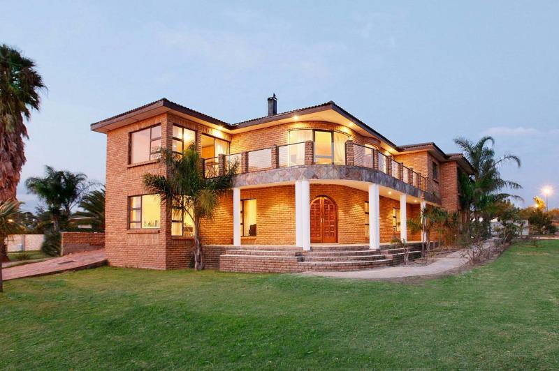 Property For Sale in Sonstraal Heights, Durbanville 1