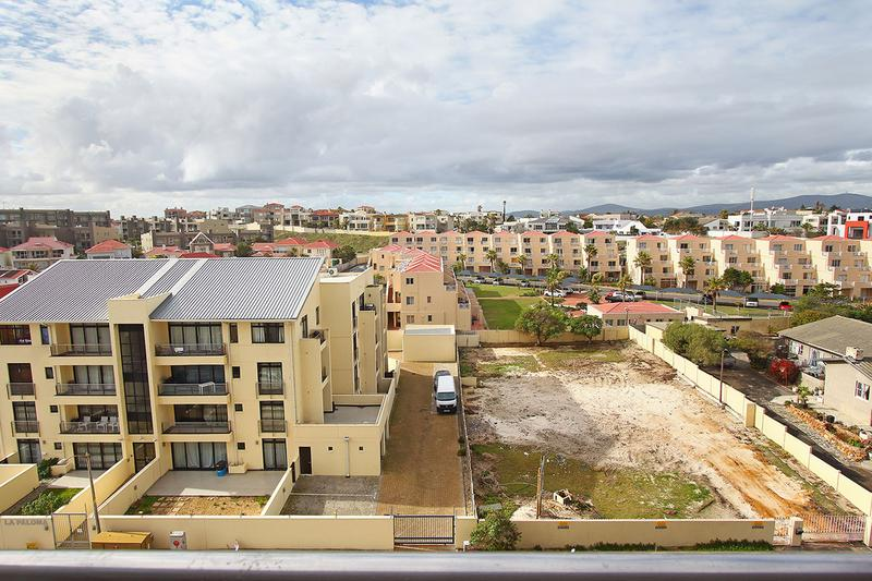 Property For Sale in Bloubergstrand, Cape Town 16
